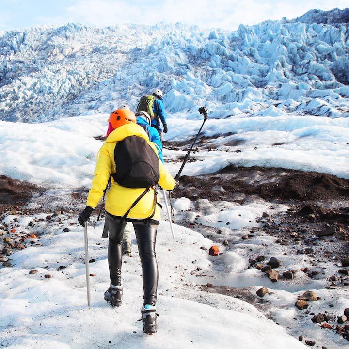 Vilda sydkusten   Vattenfall och den svarta stranden med glaciärvandring