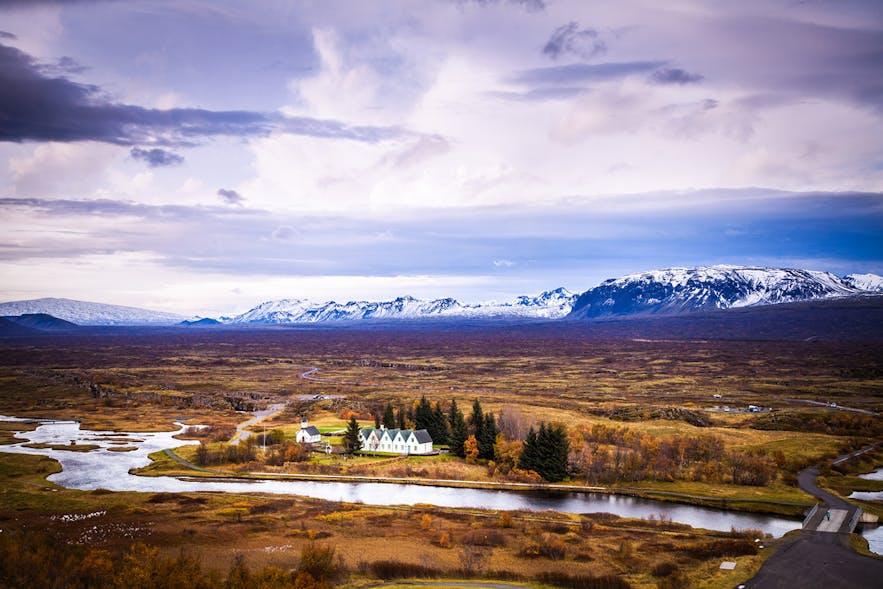 Les hébergements près de Thingvellir permettent aux visiteurs de profiter pleinement de ce magnifique parc national historique.
