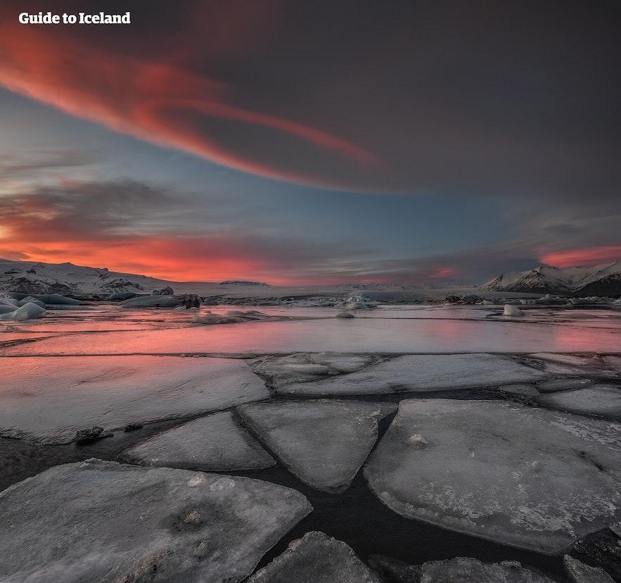 Die Gletscherlagune in der Abenddämmerung