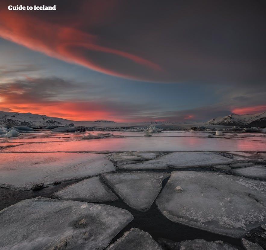 Jökulsárlón es el lago más profundo de Islandia.