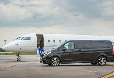 Luxurious Private Airport Transfer   Reykjavik to Keflavik Airport in a new Mercedes Benz V-class lu