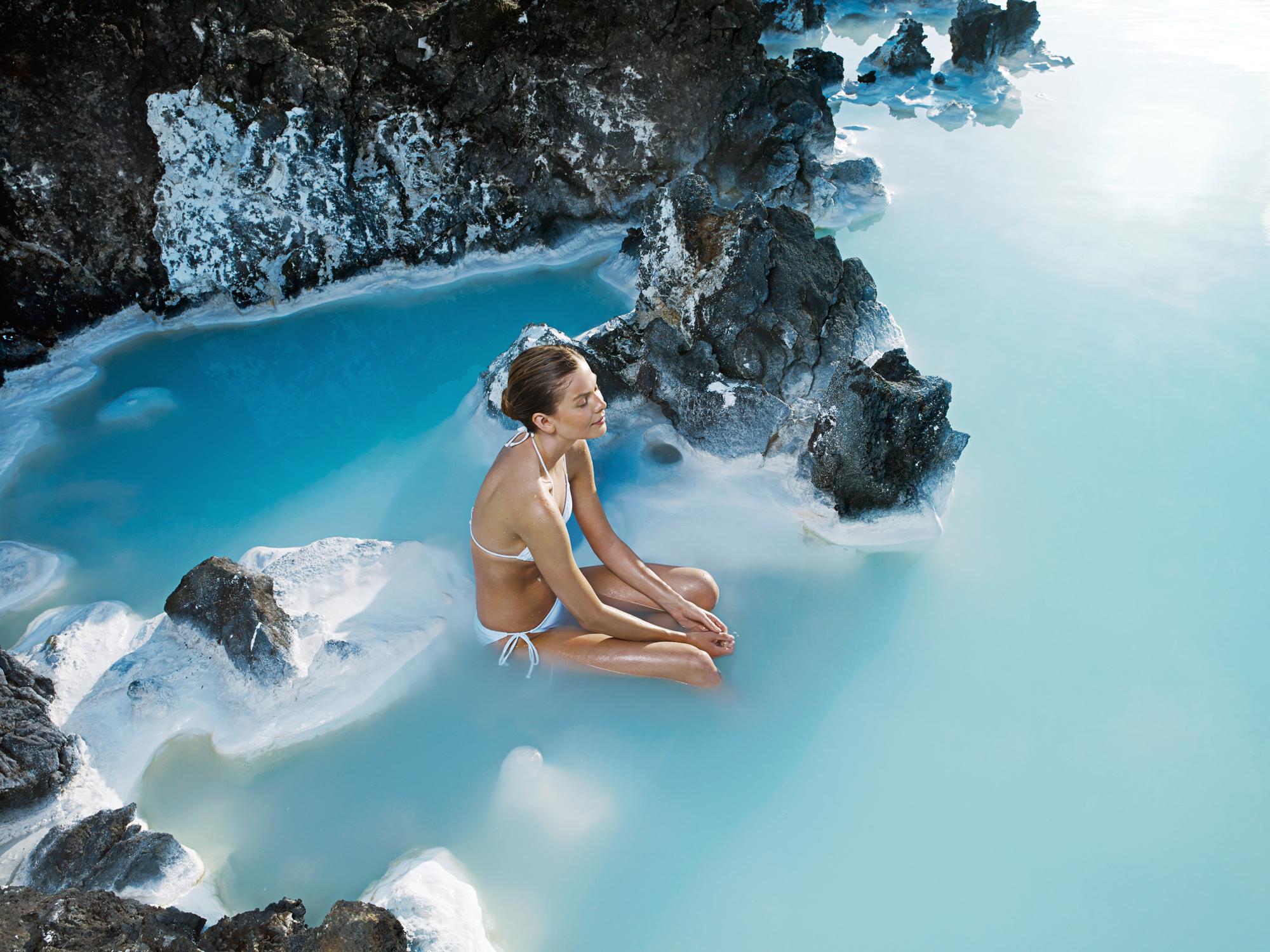 蓝湖温泉是冰岛最知名的旅游景点之一