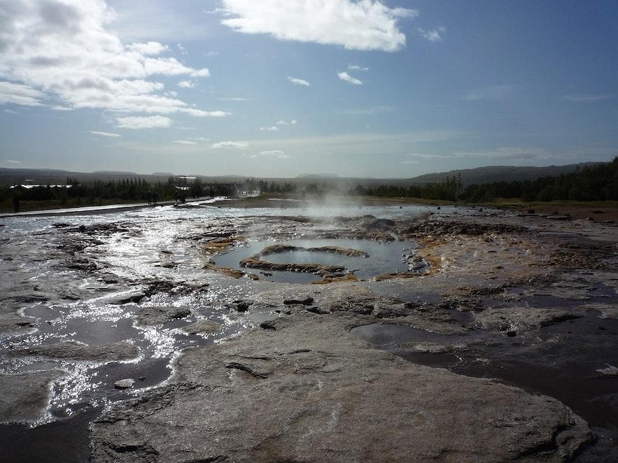 Vallée Haukadalur a de l'activité géothermale