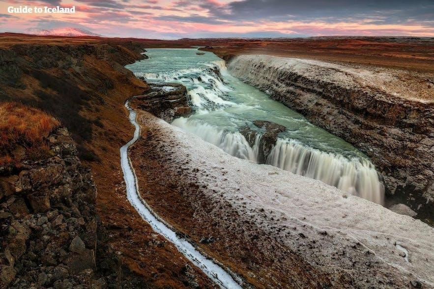 De pracht van Gullfoss laat zich altijd zien, ongeacht de tijd van het jaar of het tijdstip van de dag.