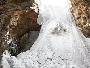 Grotte de lave Raufarholshellir   Sud de l'Islande