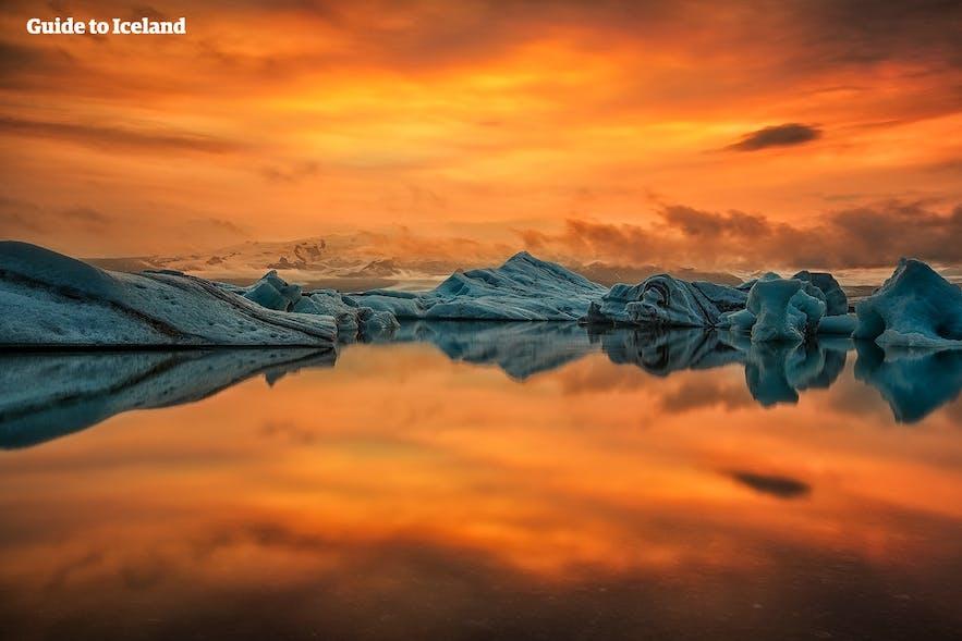 Zachód słońca nad laguną lodowcową Jökulsárlon