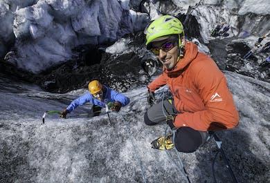 ソゥルヘイマヨークトル発|氷河ハイキングとアイスクライミング体験