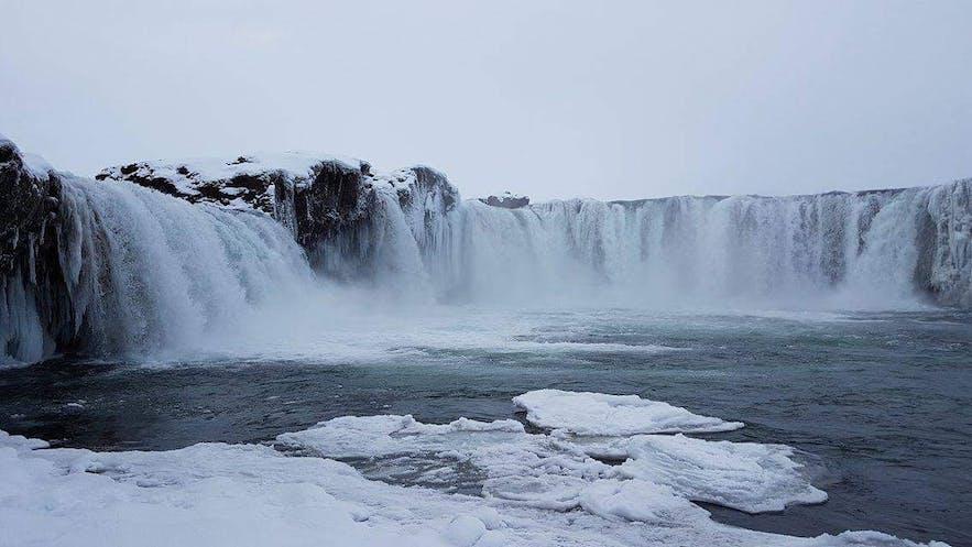 Der Mývatn-See im Winter