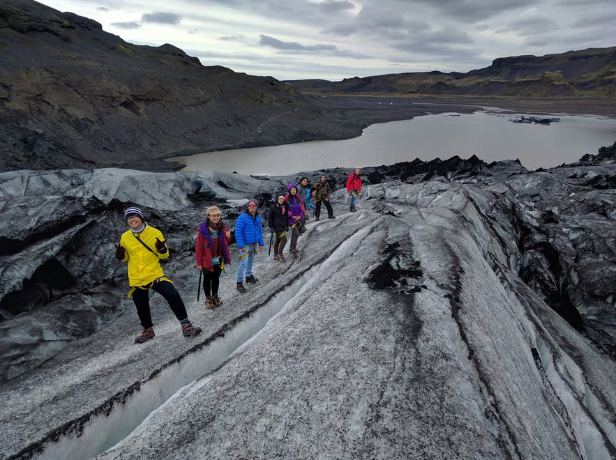 ソゥルヘイマヨークトル氷河での氷河ハイキング