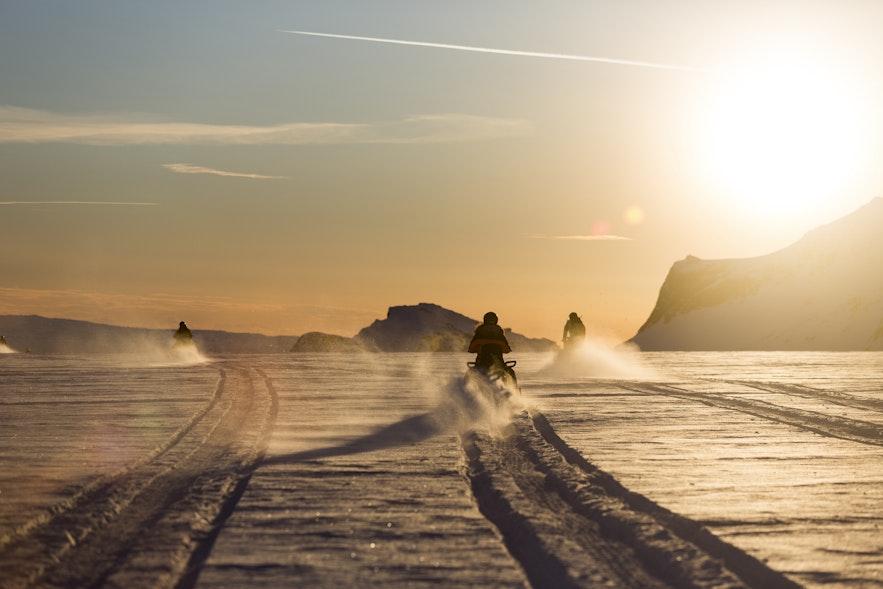 Vous pouvez également faire de la motoneige sur un glacier en Islande