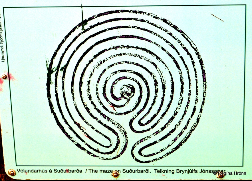 The sign showing the labyrinth on Suðurbarði
