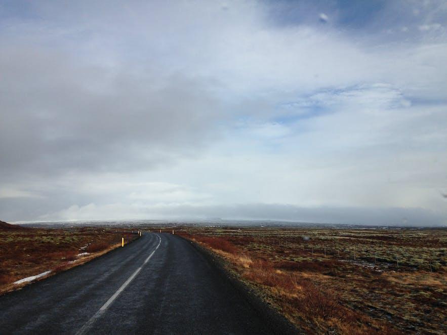 Road through Þingvellir National Park