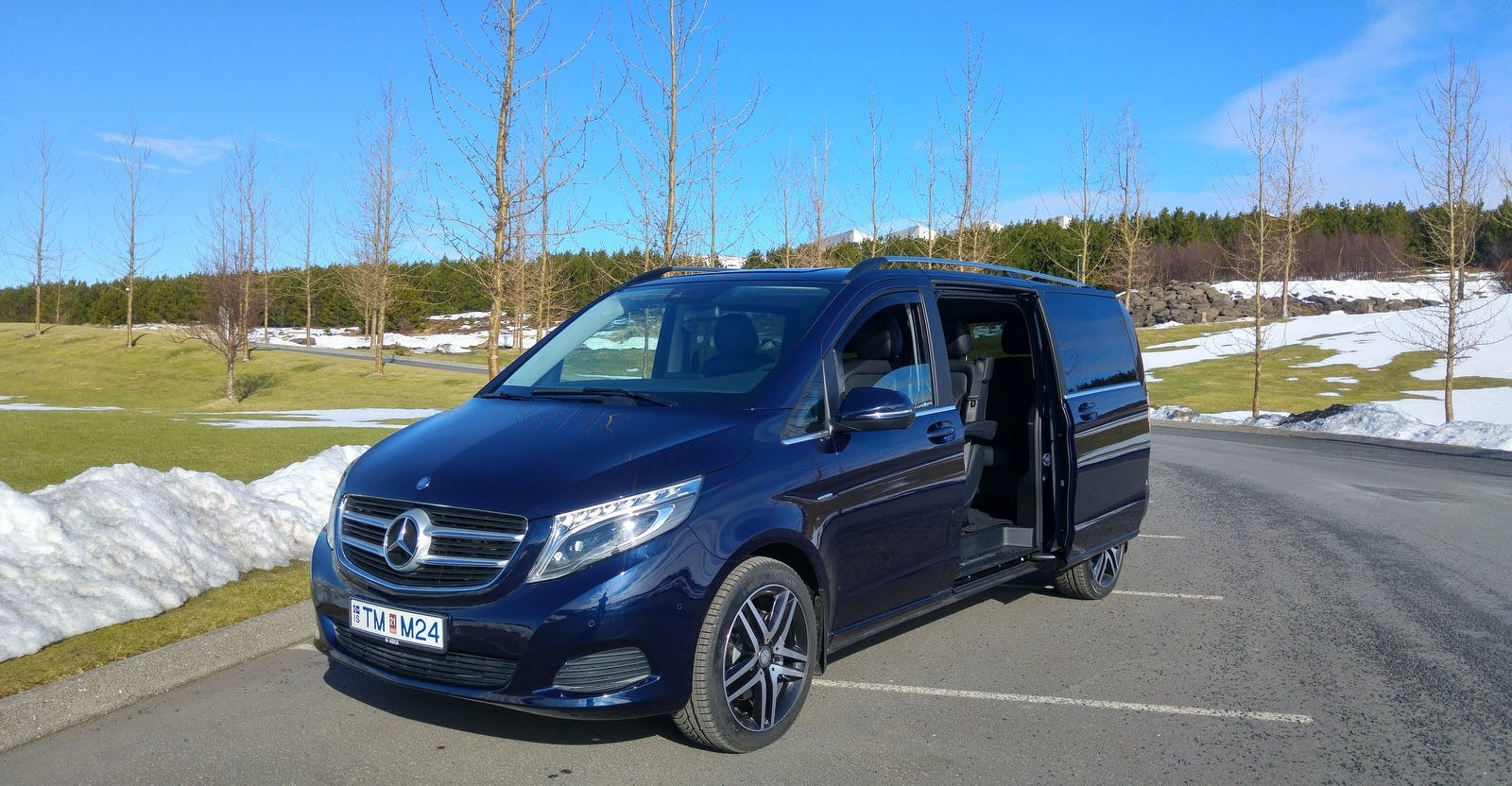 Luxurious Private Airport Transfer from Reykjavik to Keflavik International Airport