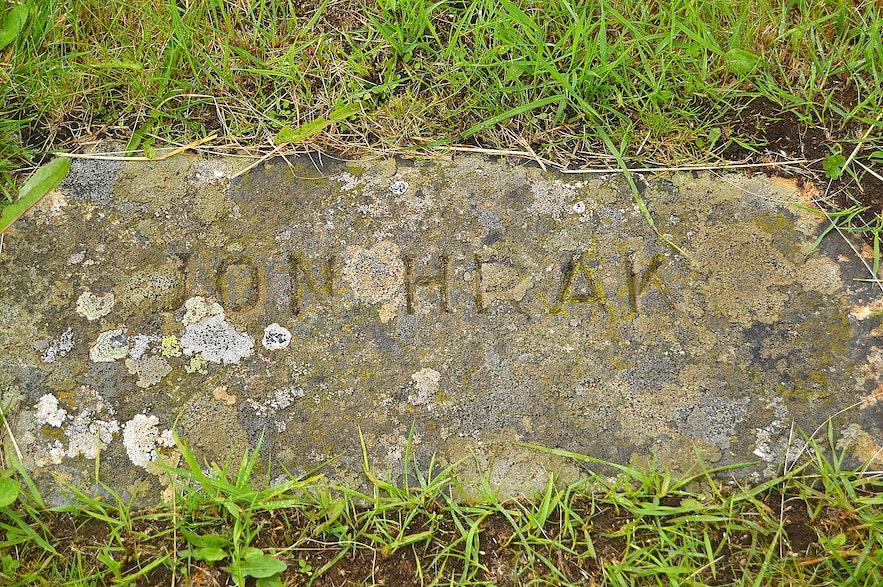 The grave of the vagrant Jón Hrak at Skriðuklaustur