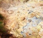 Bulgoczące błota w dolinie Reykjadalur wyglądają jak obraz