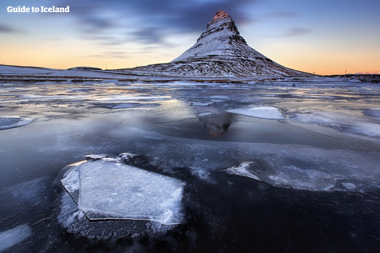 """Snæfellsnes-halvøen, der bliver kaldt en """"miniatureudgave af Island"""", har forskellige landskaber og karakteristika, bl.a. spektakulære bjerge som Kirkjufell, der er vist her på en vinterdag."""
