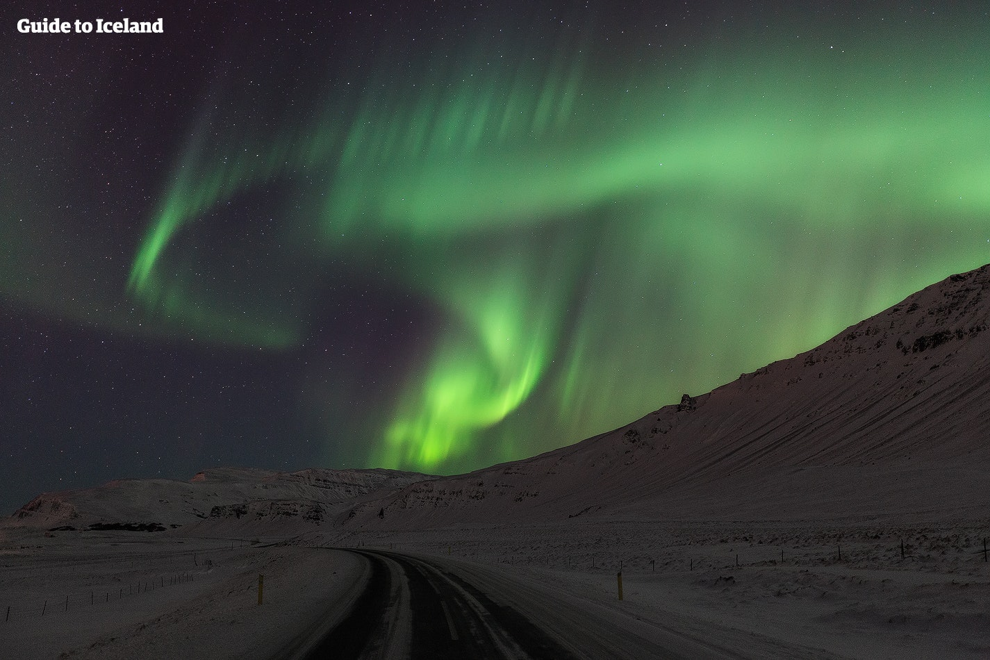 겨울철 아이슬란드가 선물하는 오로라를 감상해 보세요.