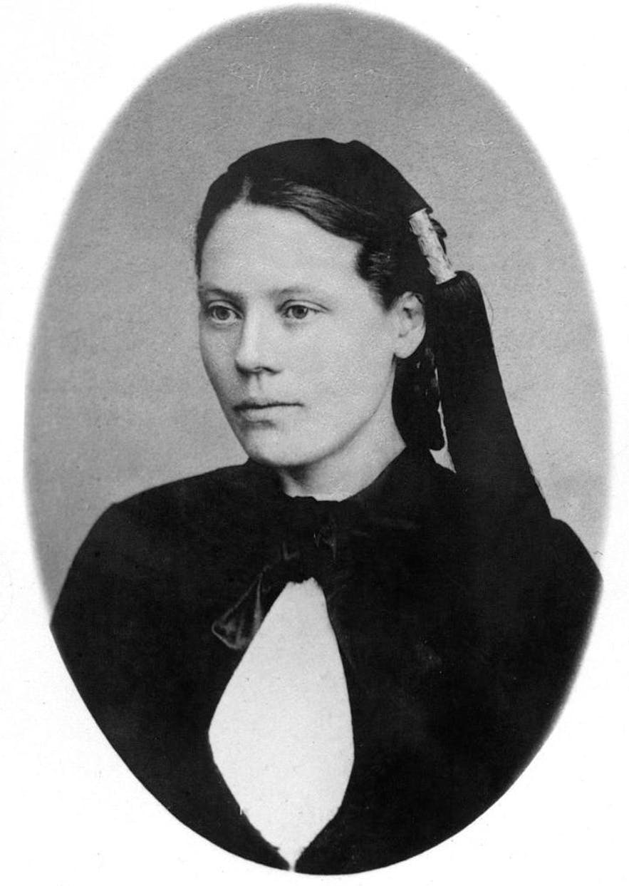 A young Bríet, before discovering the international suffrage movement and propelling Iceland towards liberation.