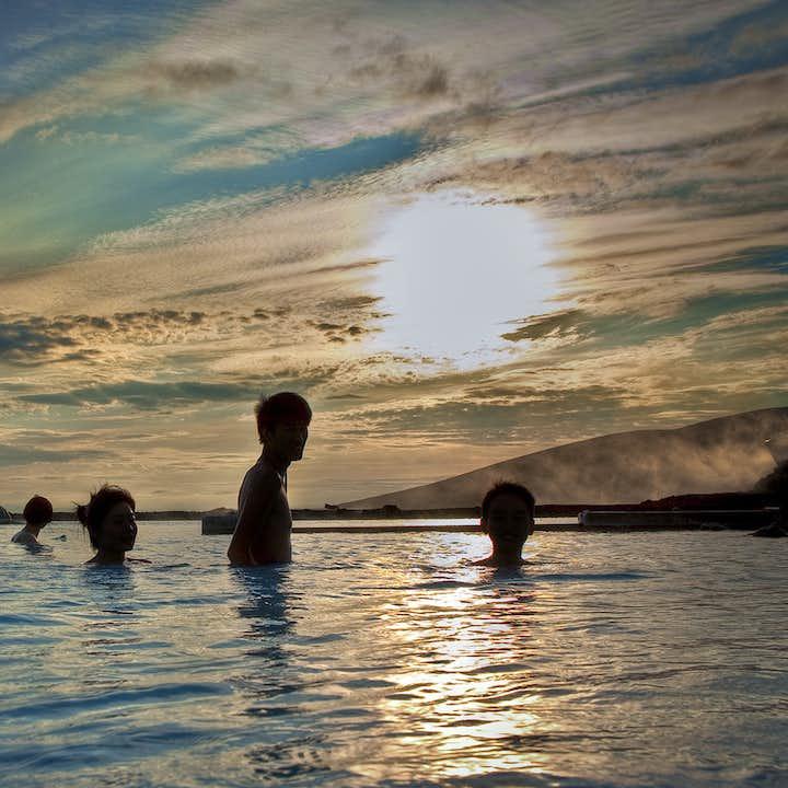 阿克雷里出发米湖一日游丨游览黛提瀑布和《权力的游戏》取景地