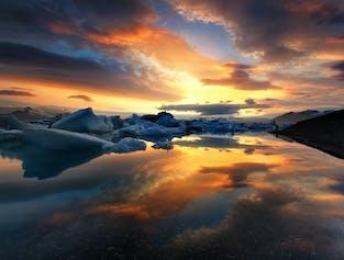 ヨークルスアゥルロゥン氷河湖日帰りバスツアー|ボートツアー付き
