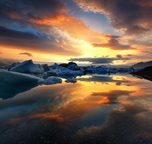ヨークルスアゥルロゥン氷河湖日帰りバスツアー ボートツアー付き