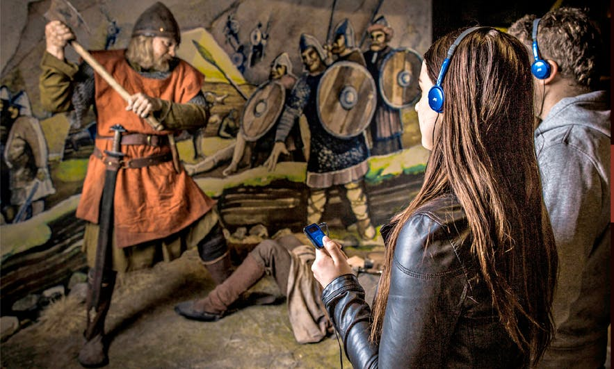 Visitors have the choice to be guided through the museum with an audio device and can choose between 7 languages.