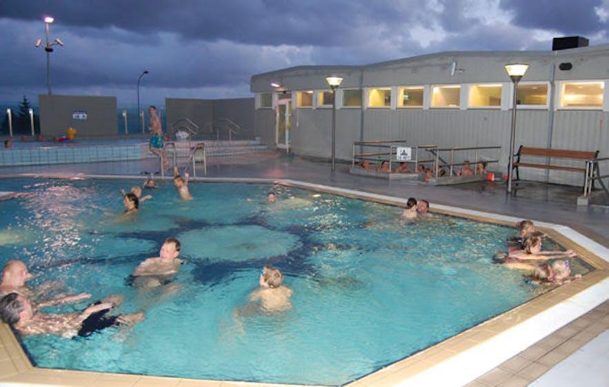 人気のセルチャルナルネスロイグの屋外温水プール