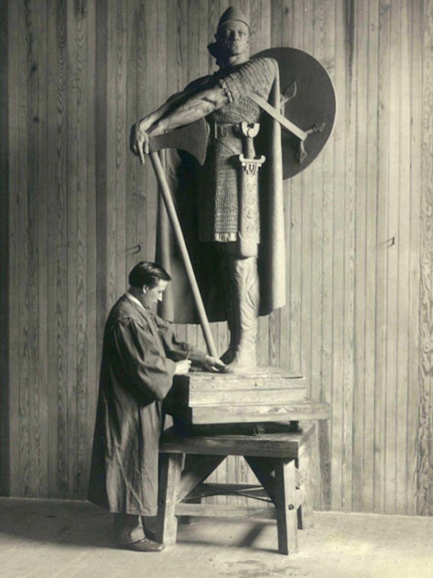 Einar at work in Philadelphia, 1917.