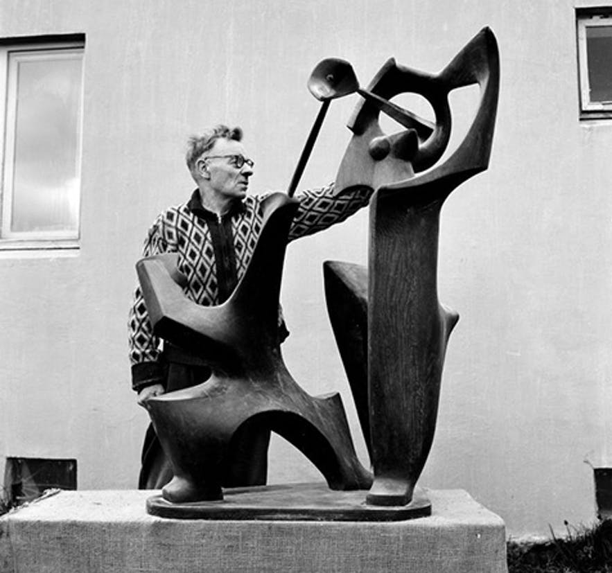 Ásmundur and one of his sculptures, in the garden of his home.