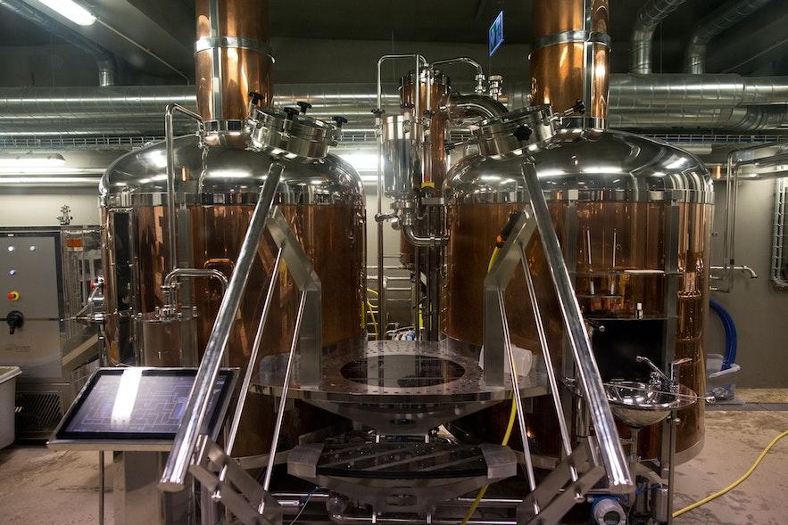 Bryggjan Brugghúsのビール工場内の様子