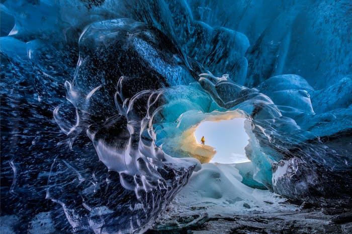 冰岛冬天的蓝冰洞