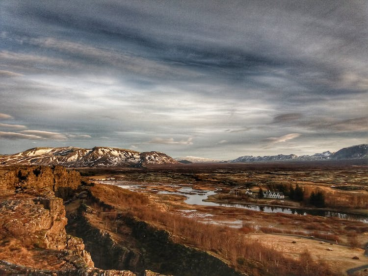 A stunning shot of Þingvellir National Park in autumn.