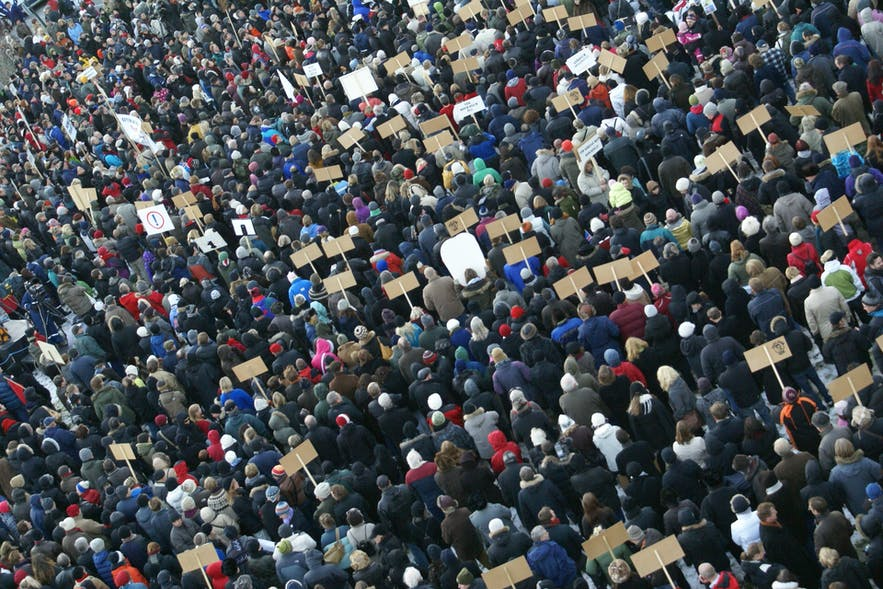Hundreds of Icelander's took to the streets in protest in the wake of the 2008 financial crash.