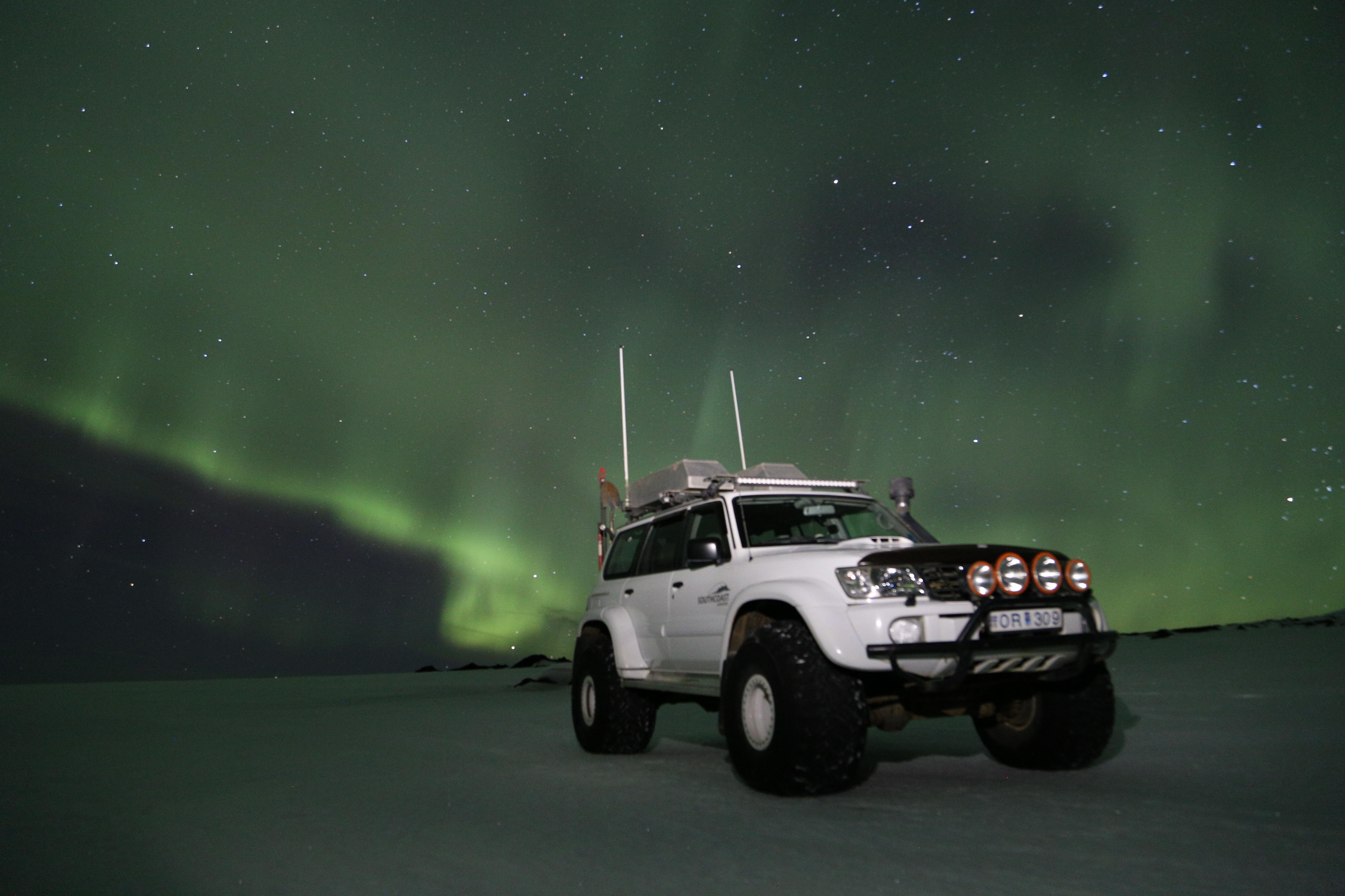 Du wirst in einem modifizierten Allrad-Geländewagen auf den Eyjafjallajökull fahren.