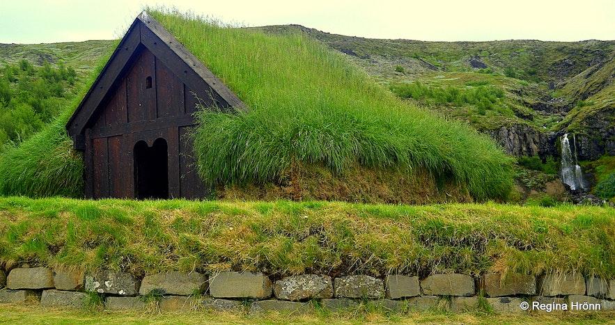 Þjóðveldisbærinn turf church
