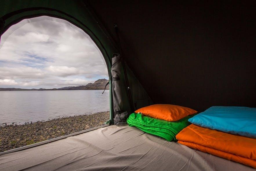 Island bietet schöne Ausblicke morgens beim Aufwachen