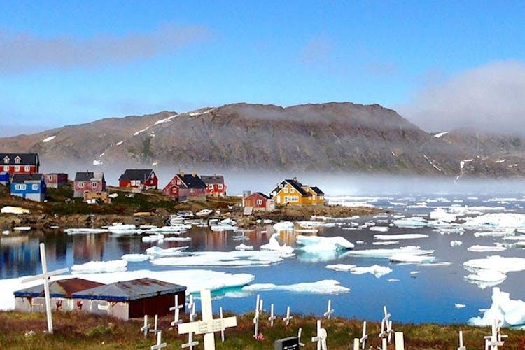 グリーンランドの東海岸にあるクルスクの村