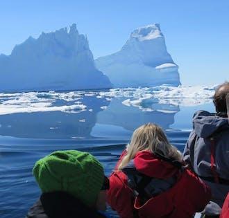 レイキャビク空港発 2泊3日グリーンランドの東海岸のアドベンチャー