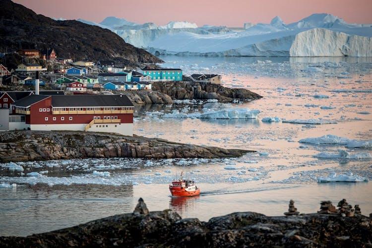 Ilulissat to idylliczne miejsce, w którym zobaczysz surowe piękno Grenlandii.