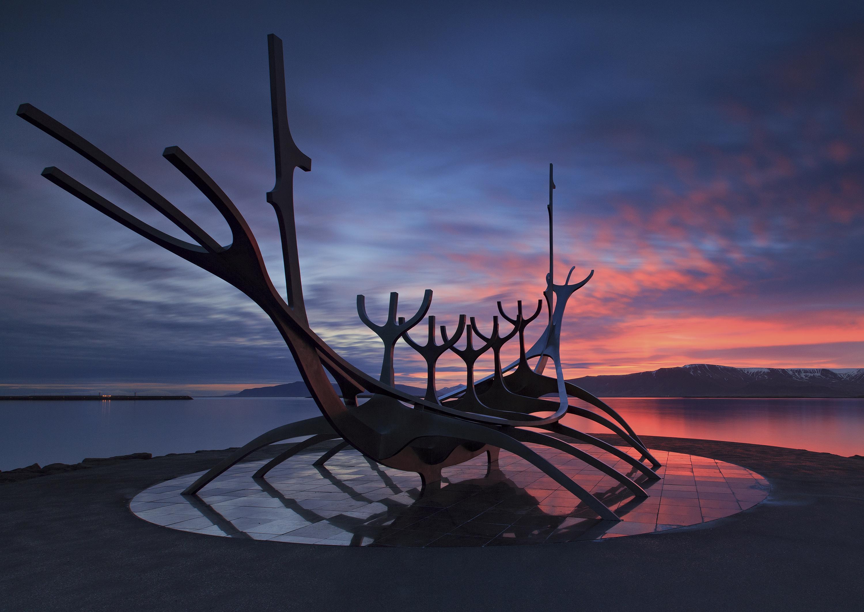Słynna rzeźba Sun Voyager u wybrzeży Islandii, w centrum Reykjaviku.