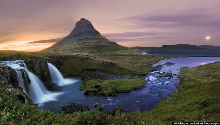 키르큐펠 산은 스나이펠스네스 반도에 위치한 웅장한 산입니다.