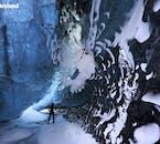 Gletscher-Guides achten darauf, dass es ungefährlich ist, die Eishöhlen den Vatnajökull im Winter zu betreten und erzählen den Besuchern alles über ihre Entstehung.