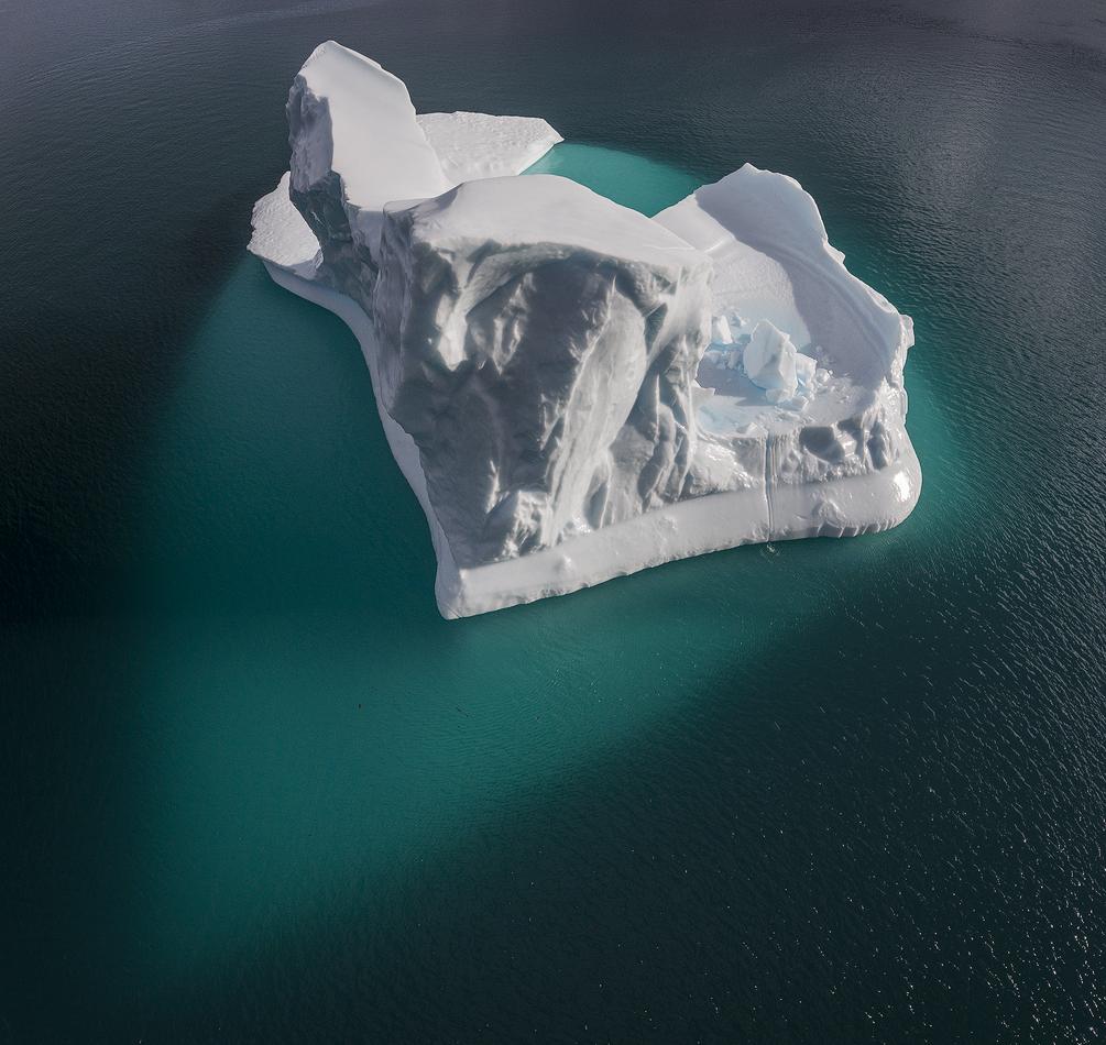 格陵兰库鲁苏克小镇的冰山洁白纯净