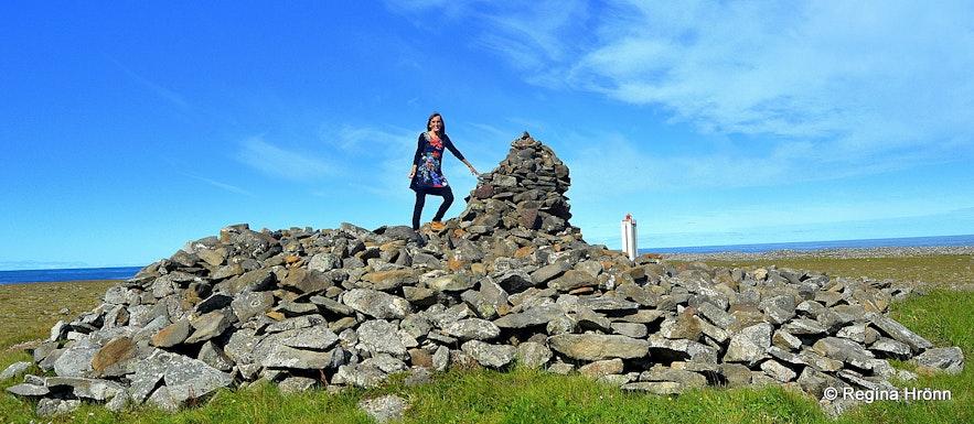 Regína by Þorgeirsdys burial mound at Hraunhafnartangi NE-Iceland