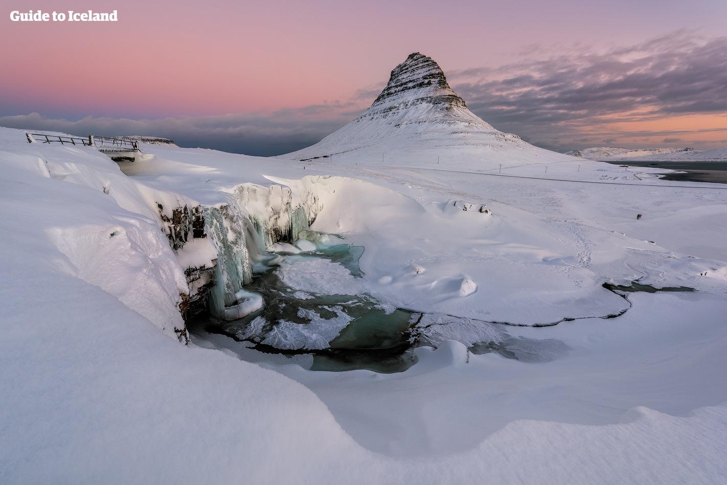 キルキュフェットルの山はアイスランドで最も写真を撮られた山