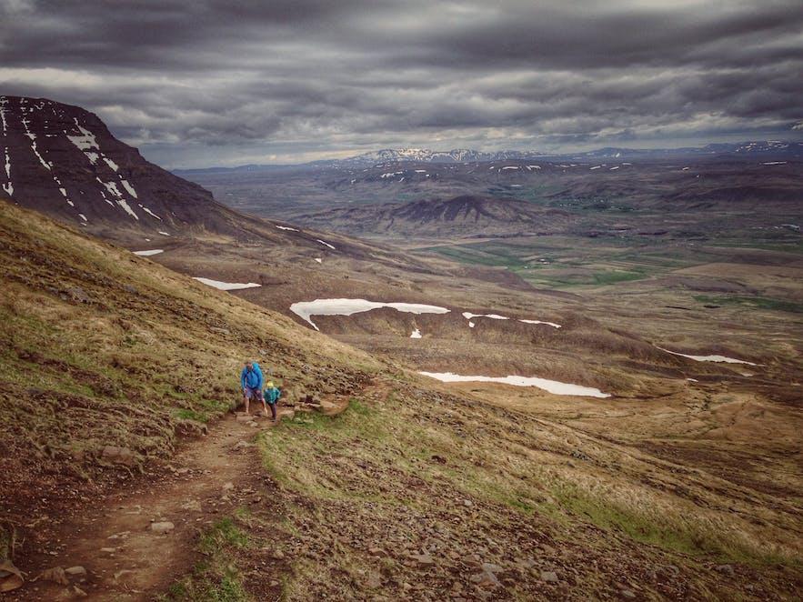 埃斯亚山是冰岛首都雷克雅未克最热门的徒步目的地
