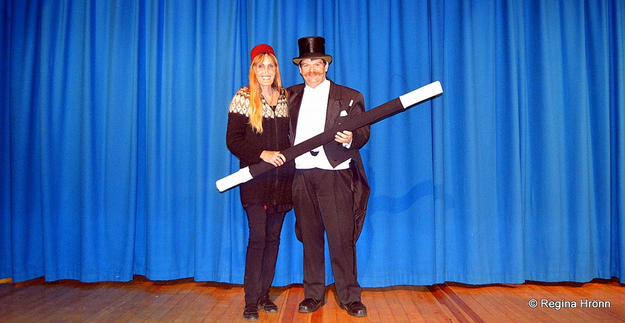 Regína and her husband at a magic show