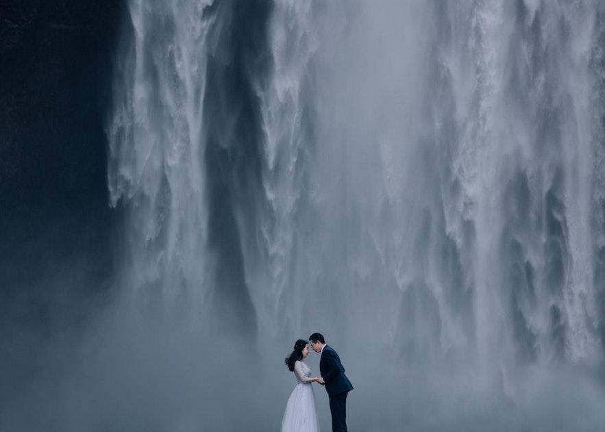 冰島瀑布下拍婚紗相