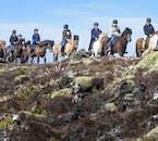 ハプナルフィヨルズルの町の郊外の乗馬ツアーで訪れるのは1千年前、2千年前の火山噴火で発生した大量の溶岩の大地。