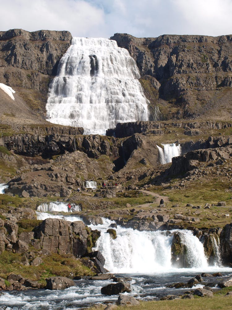 Dynjandi est l'une des chutes d'eau les plus populaires en Islande, et situé dans les lointains Westfjords